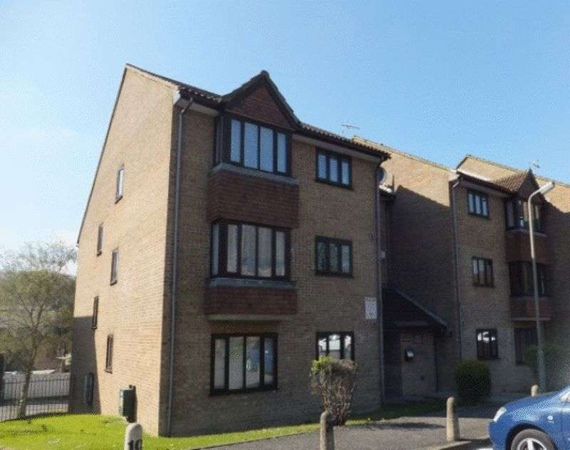 1 Bedroom Flat for sale in Westbury Close, WHYTELEAFE