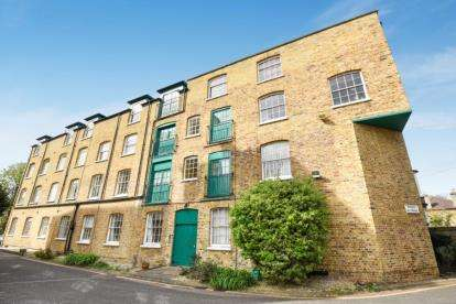 2 Bedrooms Flat for sale in The Old Courtyard, 36 Park Road, Bromley