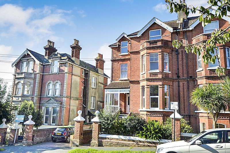 2 Bedrooms Flat for sale in Wykeham Road, Hastings, TN34