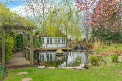 5 Bedrooms Detached House for sale in Church Road, Little Berkhamsted, Hertford, Hertfordshire