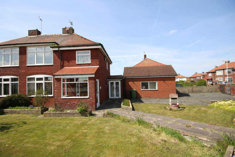 3 Bedrooms Semi Detached House for sale in Dawson Avenue, Crossens, Southport