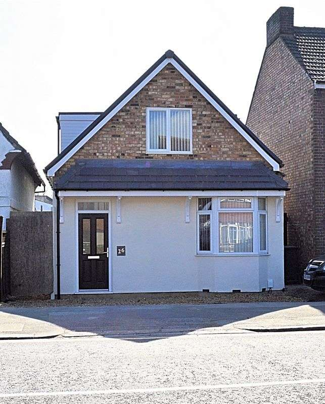 3 Bedrooms Detached Bungalow for sale in Newly Refurbished Home