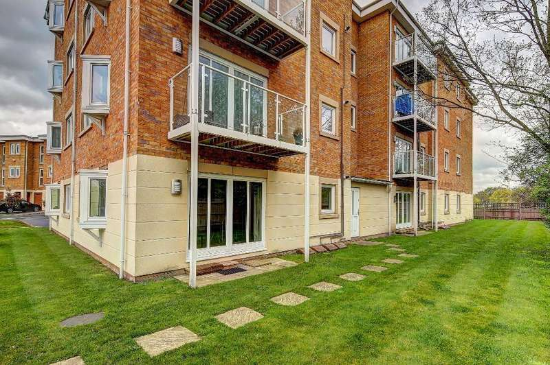 1 Bedroom Flat for sale in Greenview, Raynes Park, London, SW20 9DS
