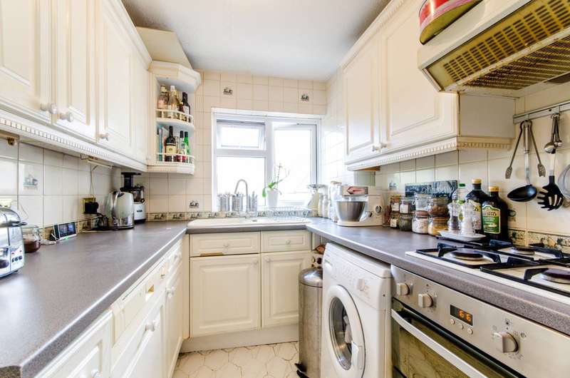 2 Bedrooms Flat for sale in Leicester Road, High Barnet, EN5