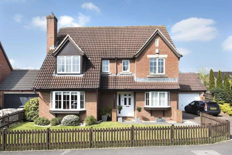 5 Bedrooms Detached House for sale in Lacock Gardens, Hilperton