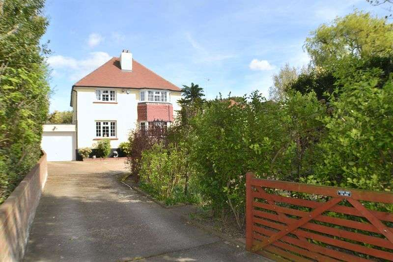3 Bedrooms Detached House for sale in Arundel Road, Worthing