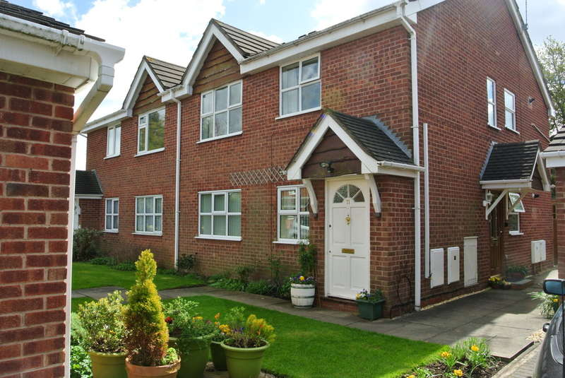2 Bedrooms Maisonette Flat for sale in Beauchamp Close, Walmley, Sutton Coldfield