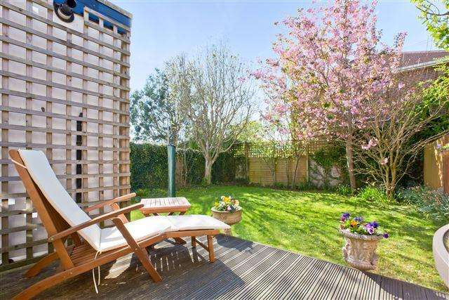 5 Bedrooms Semi Detached House for sale in Orchard Gardens, Hove