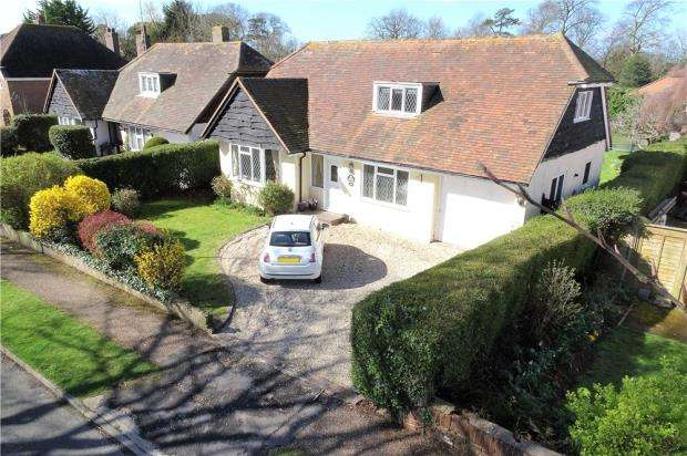 4 Bedrooms Detached House for sale in Mill Road Avenue, Angmering, West Sussex, BN16