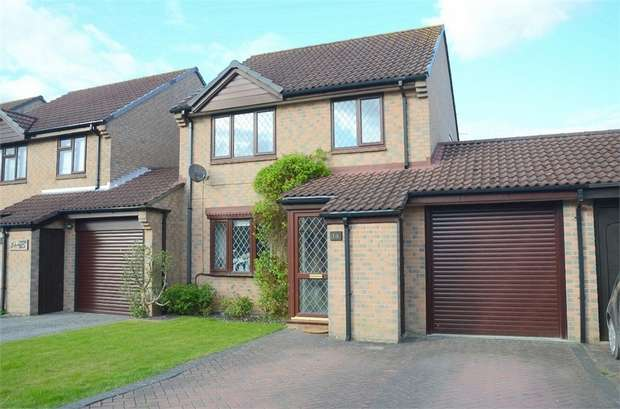 3 Bedrooms Detached House for sale in Cucklington Gardens, Muscliff, Bournemouth
