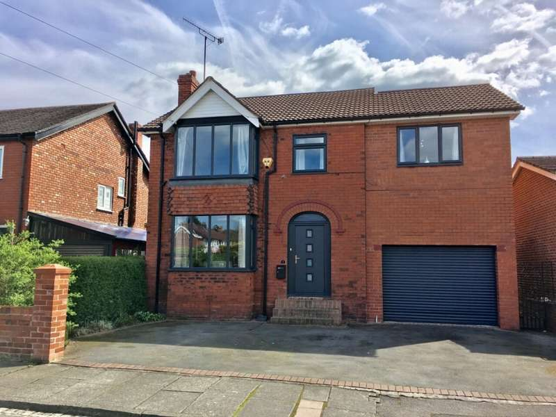 4 Bedrooms Detached House for sale in Lawrence Road Hazel Grove Stockport
