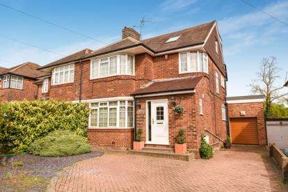 4 Bedrooms Semi Detached House for sale in Edgwarebury Lane, Edgware