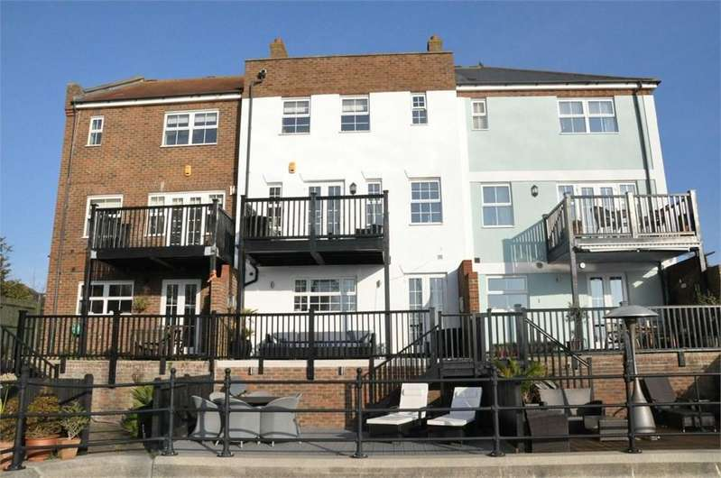 4 Bedrooms Terraced House for sale in St Lawrence Mews, Eastbourne, BN23