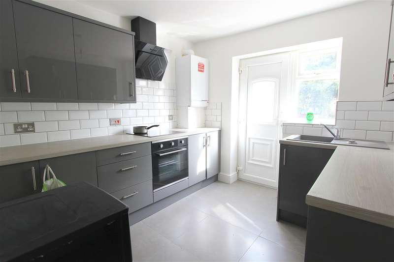 2 Bedrooms Apartment Flat for sale in St Annes Road, Huyton, Liverpool