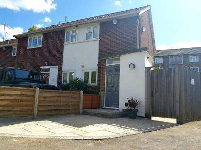 2 Bedrooms Maisonette Flat for sale in Shrublands Close, London