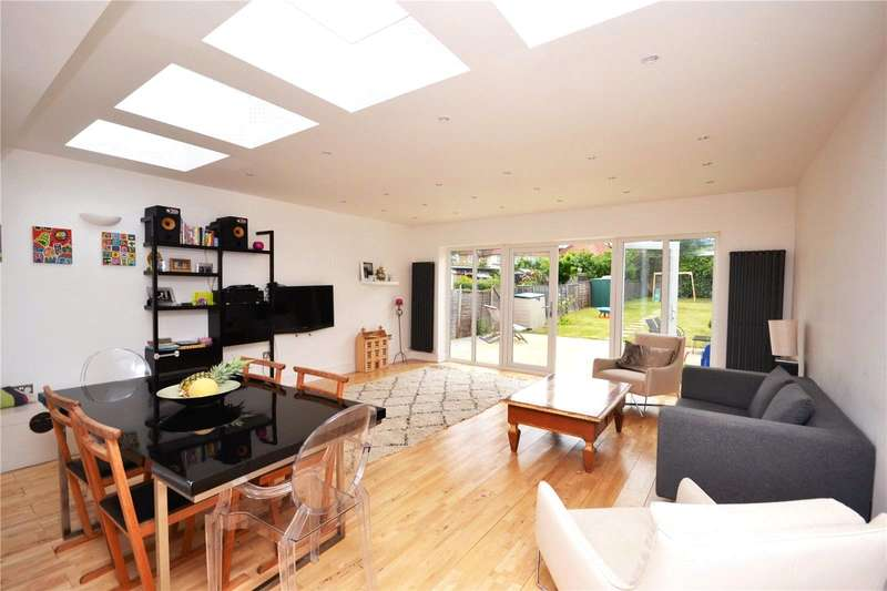 3 Bedrooms Semi Detached House for sale in Farm Road, Edgware, HA8