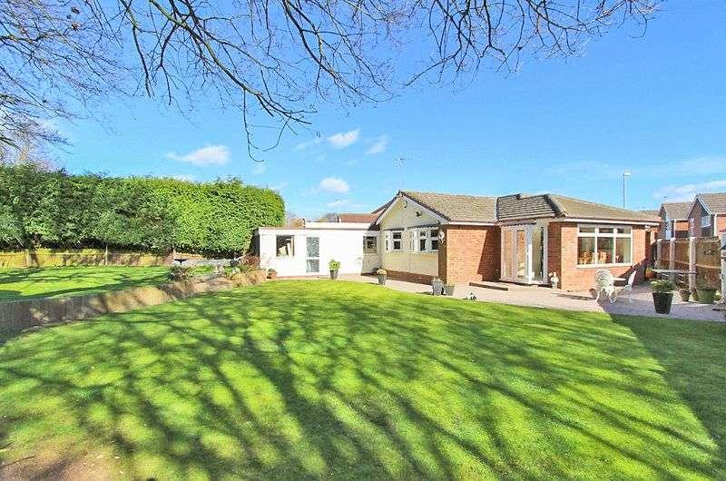 2 Bedrooms Detached Bungalow for sale in Lydford Road, Bloxwich Walsall