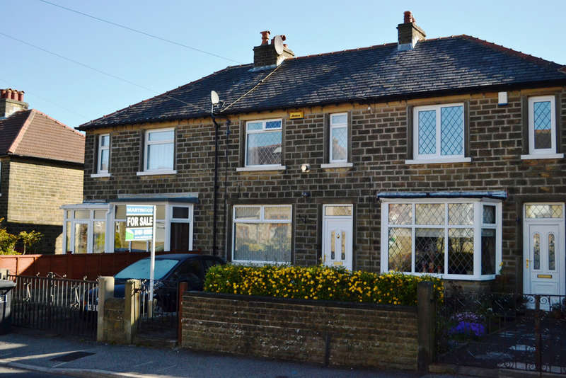 2 Bedrooms Terraced House for sale in Broughton Road, Crosland Moor
