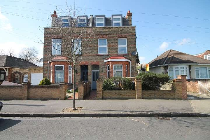 4 Bedrooms Semi Detached House for rent in Tachbrook Road, Feltham, TW14