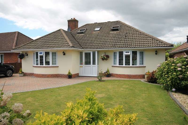 4 Bedrooms Bungalow for sale in Crossmead Avenue, New Milton