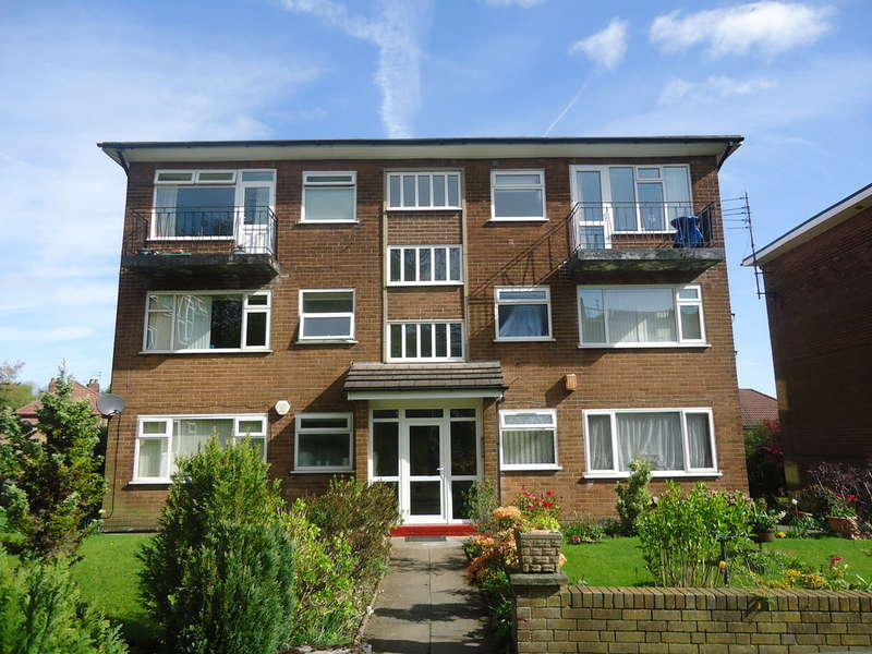 2 Bedrooms Flat for sale in Lavenham Court, Bury, BL9