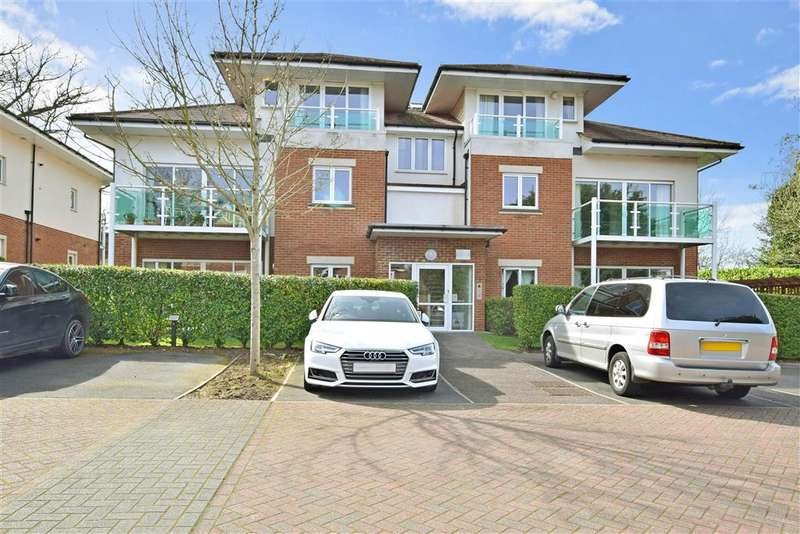 2 Bedrooms Flat for sale in Hill View, Dorking, Surrey