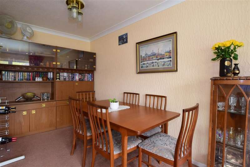 2 Bedrooms Flat for sale in Poplar Way, Ilford, Essex