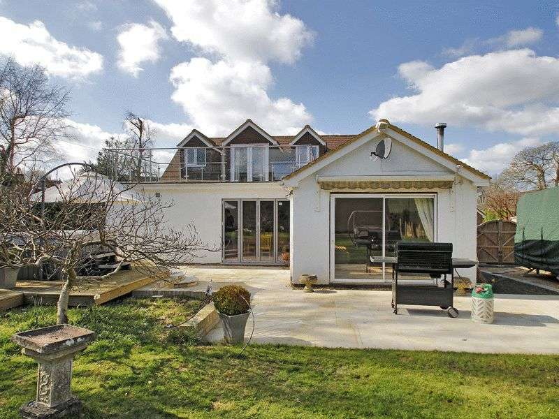 4 Bedrooms Detached House for sale in Kiln Close, Crawley Down