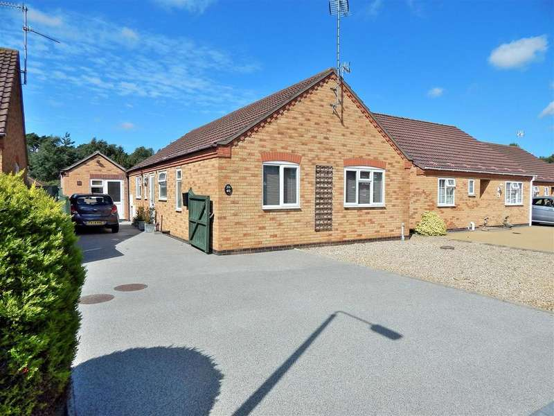 3 Bedrooms Detached Bungalow for sale in Philip Nurse Road, Dersingham, King's Lynn