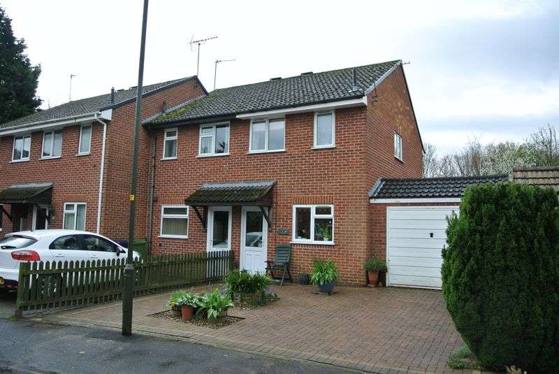 2 Bedrooms Terraced House for sale in Crescentdale, Longford, Gloucester
