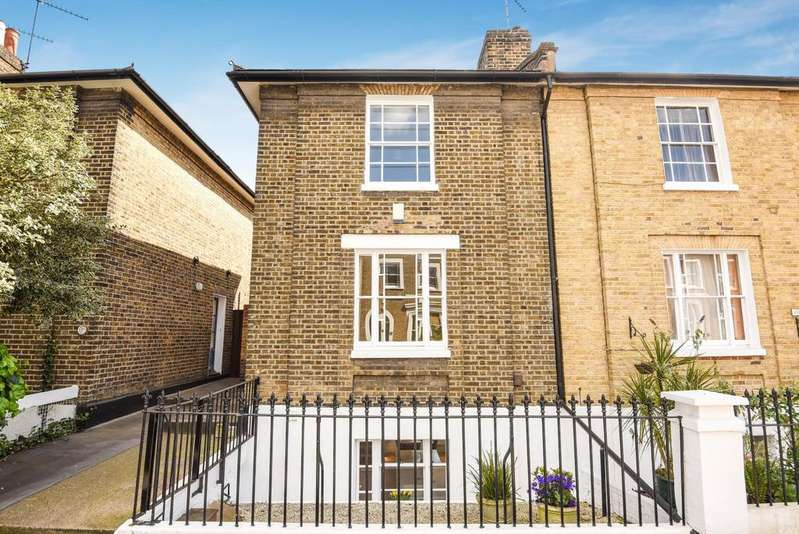3 Bedrooms Semi Detached House for sale in Guildford Grove London SE10