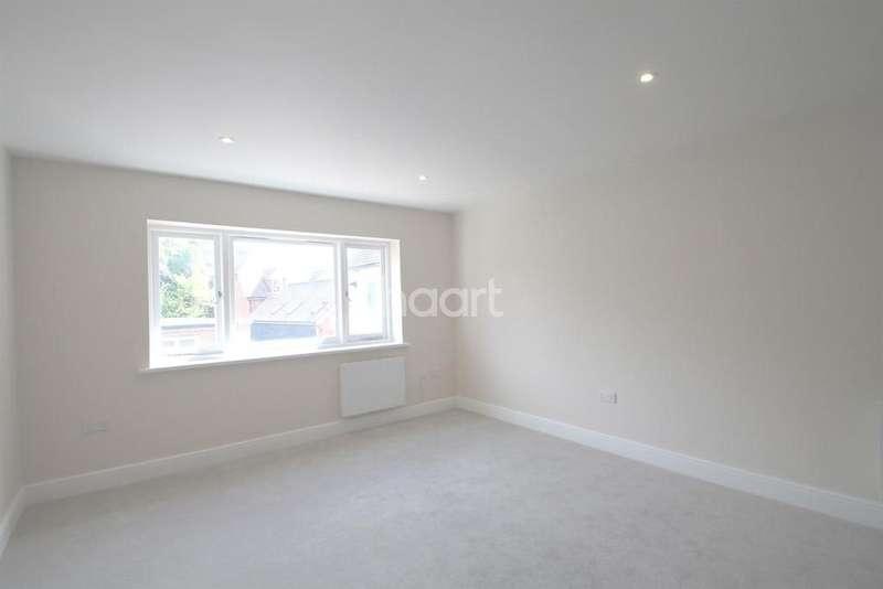 1 Bedroom Flat for sale in South Street, Dorking, RH4