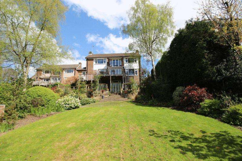 5 Bedrooms Detached House for sale in Weald Rise, Haywards Heath
