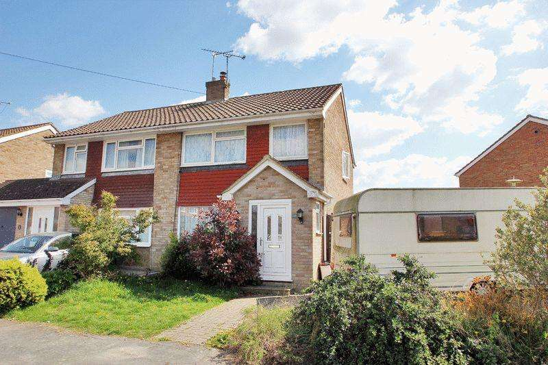 3 Bedrooms Semi Detached House for sale in Broadwood Close, Horsham