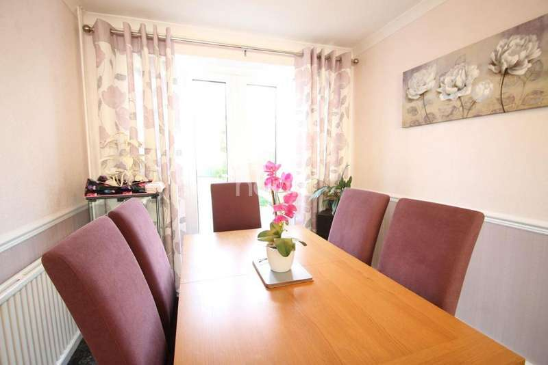 3 Bedrooms Terraced House for sale in Shepperton