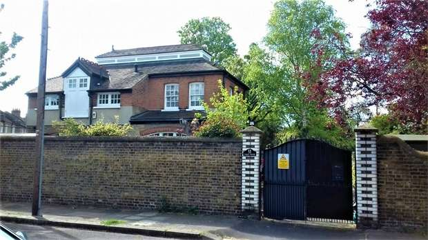 2 Bedrooms Detached House for sale in Margaretting Road, Wanstead, London