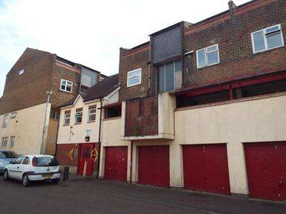 2 Bedrooms Maisonette Flat for sale in Centurion Way, Purfleet, Essex