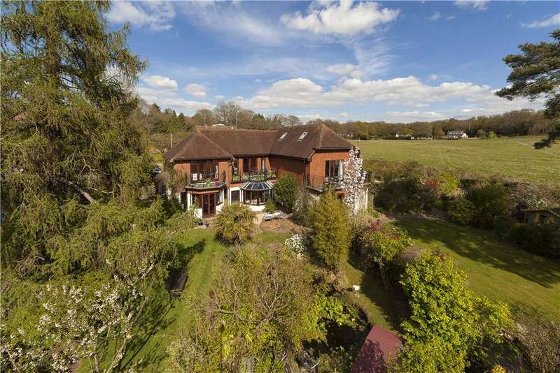 4 Bedrooms Detached House for sale in Sandy Lane, Storrington, Pulborough, West Sussex, RH20