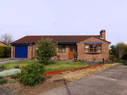 3 Bedrooms Bungalow for sale in Bartholomew Close, Bardney, Lincoln
