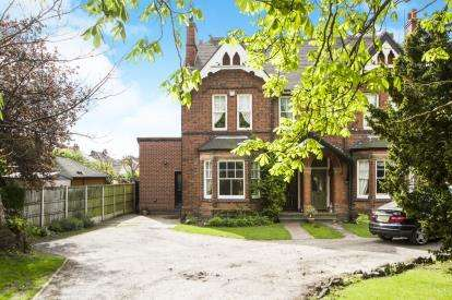 5 Bedrooms Semi Detached House for sale in Derby Road, Sandiacre, Nottingham