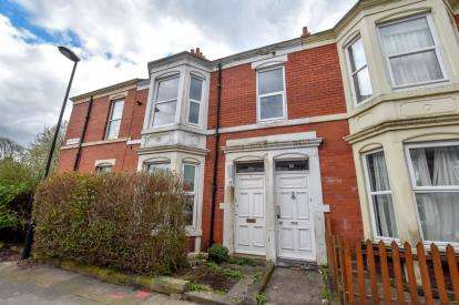 3 Bedrooms Flat for sale in Lodore Road, High West Jesmond, Newcastle Upon Tyne, Tyne and Wear, NE2