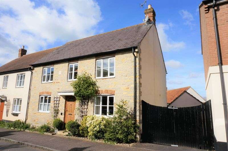 3 Bedrooms Semi Detached House for sale in Hillyfields, Taunton