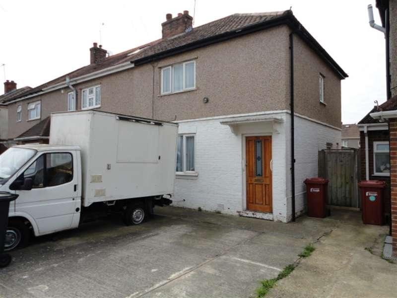 3 Bedrooms Semi Detached House for sale in Howard Avenue, Slough, SL2 1LA