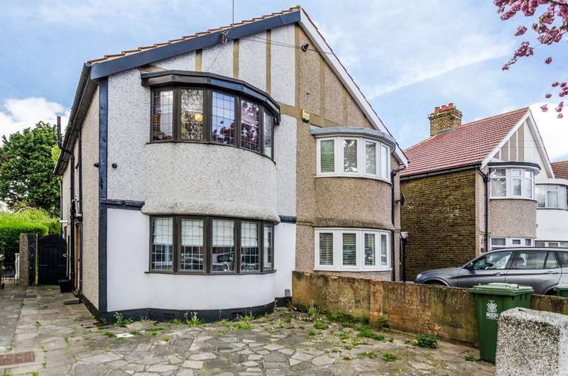 3 Bedrooms Detached House for sale in Charmouth Road, Welling