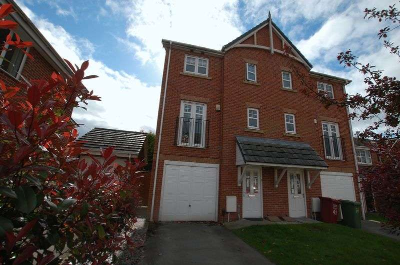 4 Bedrooms Semi Detached House for sale in Fearney Side, Little Lever, Bolton