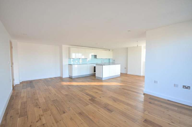 3 Bedrooms Flat for sale in Seren Park Gardens London SE3