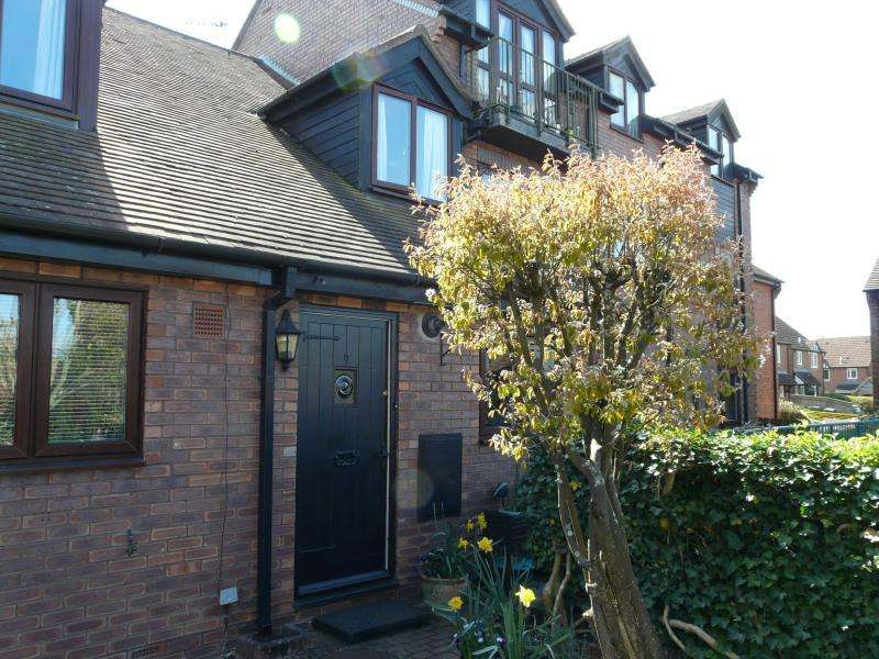 2 Bedrooms Terraced House for sale in St Lawrence Square, Hungerford