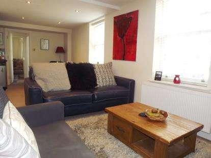2 Bedrooms Flat for sale in High Street, Knaresborough, North Yorkshire