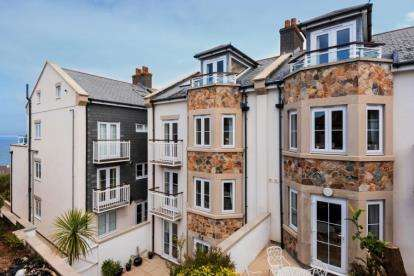 1 Bedroom Flat for sale in Boskerris Road, Carbis Bay, St. Ives