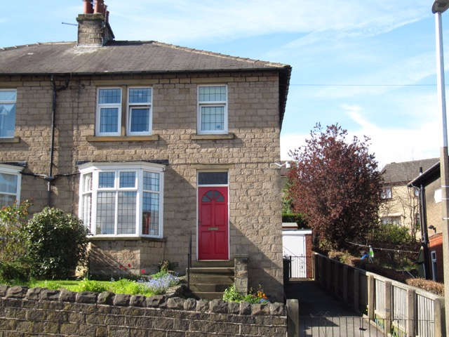 3 Bedrooms Semi Detached House for sale in Storths Road, Birkby , Huddersfield, HD2